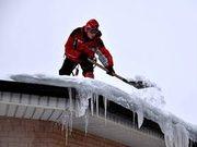 Уборка снега с крыш,  во дворах,  вывоз снега
